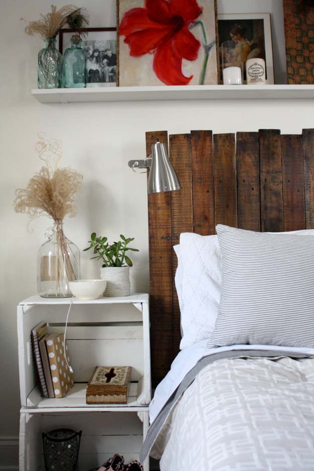 Cool DIY Ideas for Your Bed - DIY Pallet Headboard - Fun Bedding, Pillows, Blankets, Home Decor and Crafts to Make Your Bedroom Awesome - Easy Step by Step Tutorials for Making A T-Shirt Pillow, Knit Throws, Fuzzy and Furry Warm Blankets and Handmade DYI Bedding, Sheets, Bedskirts and Shams http://stage.diyprojectsforteens.com/diy-projects-bedding-teens